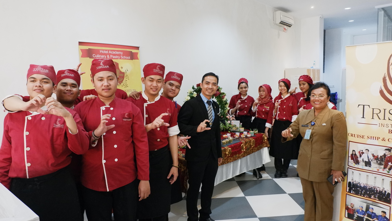 BERTEMA CAKE TRADITIONAL-MODERN, UJIAN ADVANCED UNDANG KEPALA DINKOP DAN UKM TANGSEL